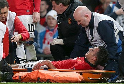 Van Persie sẽ dự derby Manchester - 1