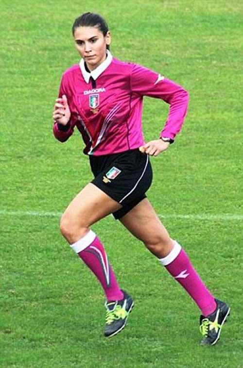 Nữ trọng tài quyến rũ muốn cầm còi ở Serie A - 2