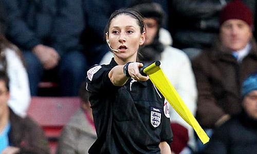 Nữ trọng tài quyến rũ muốn cầm còi ở Serie A - 5