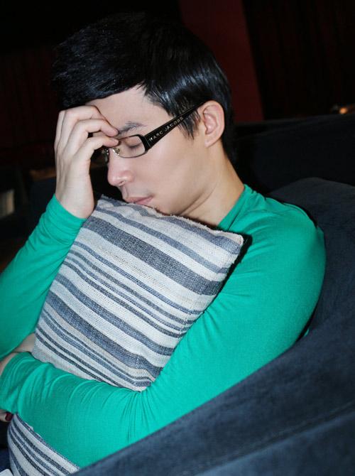 Nathan Lee lộ vẻ mệt mỏi sau scandal - 2