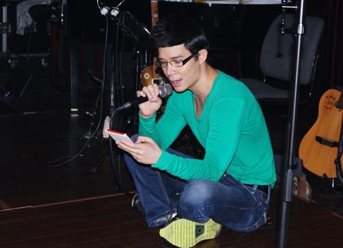 Nathan Lee lộ vẻ mệt mỏi sau scandal - 4