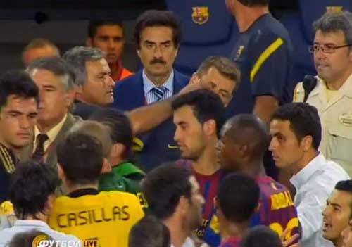 El Clasico: Từ chiếc đầu lợn đến ...móc mắt - 2