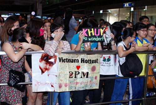 Nichkhun (2PM) lặng lẽ đến Việt Nam - 9