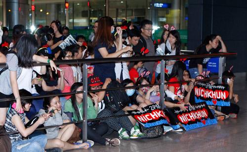 Nichkhun (2PM) lặng lẽ đến Việt Nam - 8