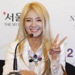 Ca nhạc - MTV - Hyoyeon (SNSD) lẻ loi đến dự họp báo