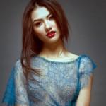 """Hồng Quế lại  """" xuyên thấu """"  với váy Hoàng Hải"""
