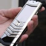 An ninh Xã hội - Trộm điện thoại giá 400 triệu, quăng xuống hồ