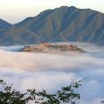 Du lịch - Lâu đài trong mây huyền bí ở Nhật Bản