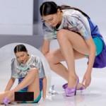 Thời trang - Người mẫu Trung Quốc ngã khuỵu trên sàn diễn
