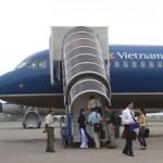 Tin tức trong ngày - Đình chỉ bay 1 phi công và 4 nữ tiếp viên VNA