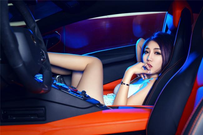 Chân dài sexy mặc áo lưới bên Lamborghini - 12