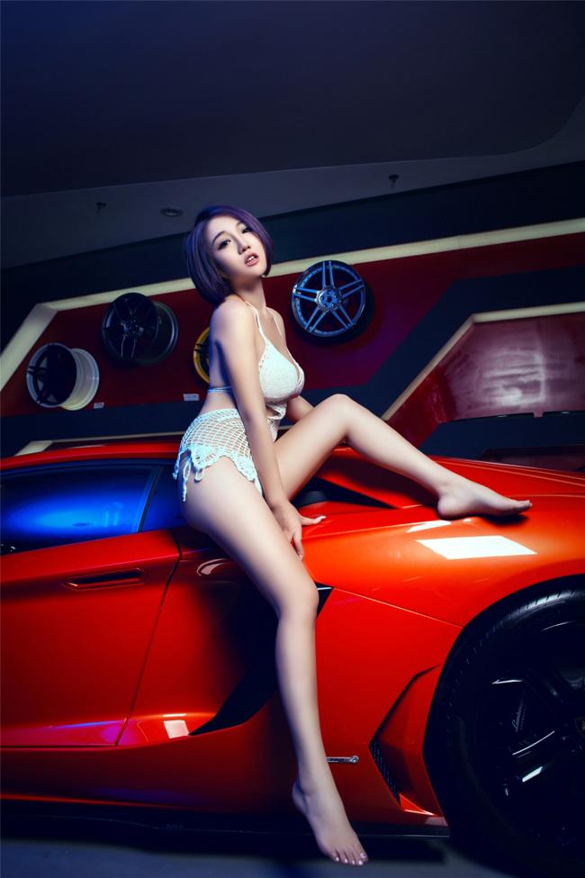 Chân dài sexy mặc áo lưới bên Lamborghini - 16