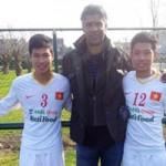 Bóng đá - U19 VN phấn khích khi gặp cựu HLV Barca