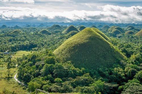 """Đẹp ngỡ ngàng ngọn đồi """"Sô-cô-la"""" ở Philippines - 4"""