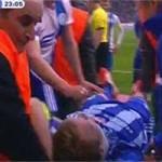 Bóng đá - Video: Cầu thủ suýt tự cắn lưỡi trên sân
