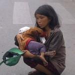 Tin tức trong ngày - Hành hạ trẻ giữa trời nắng gắt để xin ăn