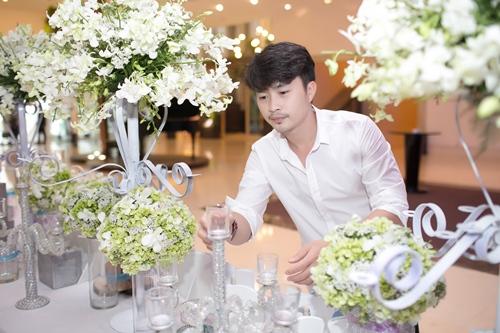 Lê Khánh hạnh phúc bên chồng trong lễ cưới tại Sài Gòn - 1