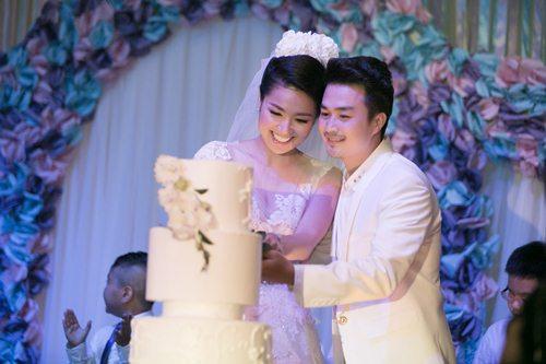 Lê Khánh hạnh phúc bên chồng trong lễ cưới tại Sài Gòn - 8