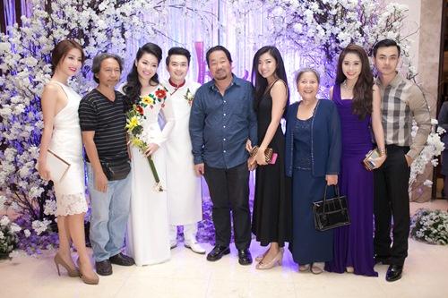 Lê Khánh hạnh phúc bên chồng trong lễ cưới tại Sài Gòn - 16