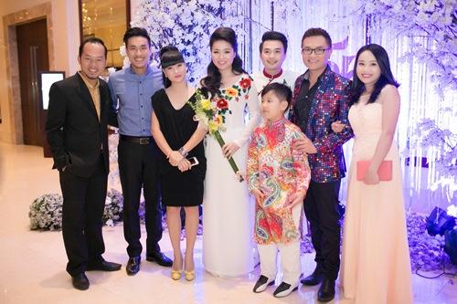 Lê Khánh hạnh phúc bên chồng trong lễ cưới tại Sài Gòn - 15