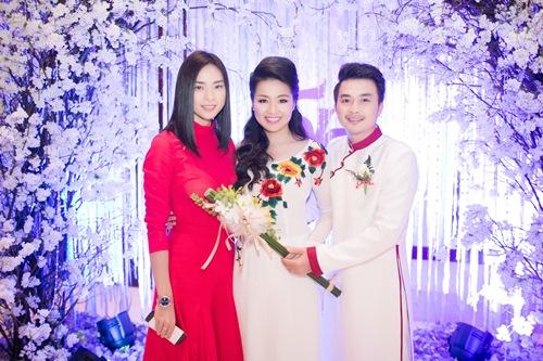 Lê Khánh hạnh phúc bên chồng trong lễ cưới tại Sài Gòn - 14