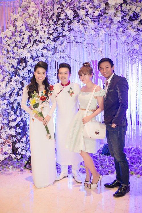 Lê Khánh hạnh phúc bên chồng trong lễ cưới tại Sài Gòn - 17