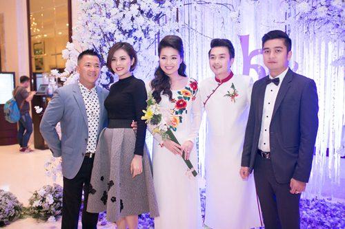 Lê Khánh hạnh phúc bên chồng trong lễ cưới tại Sài Gòn - 27