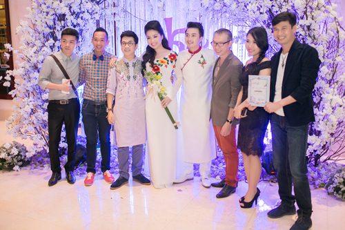 Lê Khánh hạnh phúc bên chồng trong lễ cưới tại Sài Gòn - 26