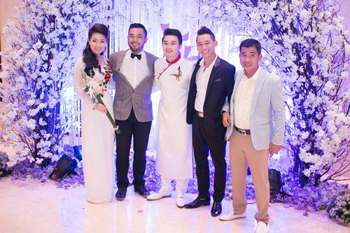 Lê Khánh hạnh phúc bên chồng trong lễ cưới tại Sài Gòn - 28