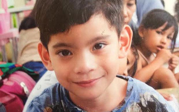Con trai cơ trưởng vụ QZ8501 vẫn nghĩ cha đang làm việc