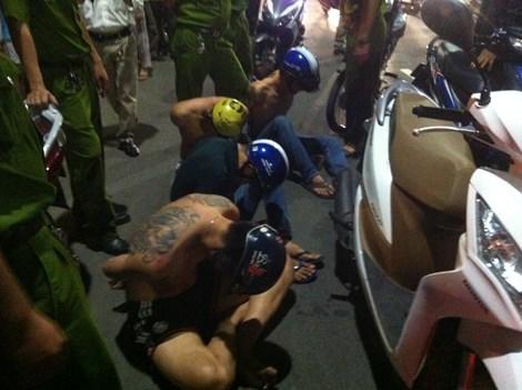 """Cảnh sát nổ súng, bắt giữ nhóm côn đồ """"ngáo đá"""" - 1"""