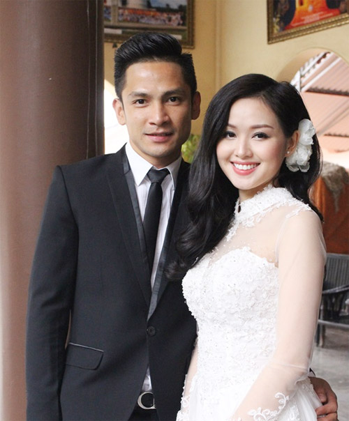 Hot girl Tâm Tít bí mật làm lễ cưới tại chùa