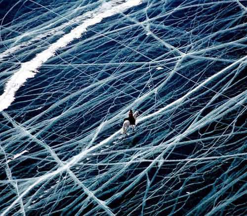 Kỳ vĩ của những hồ nước đóng băng trên thế giới - 1