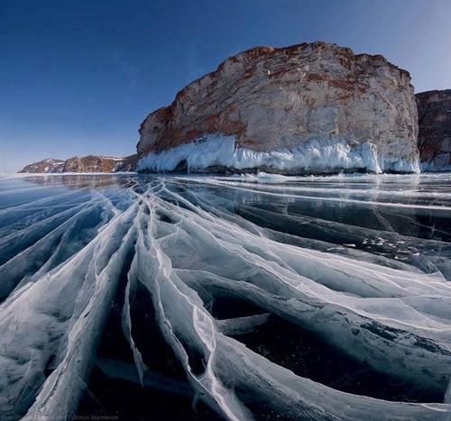 Kỳ vĩ của những hồ nước đóng băng trên thế giới - 2