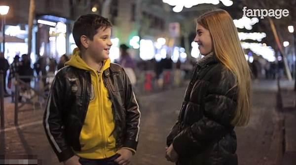Clip ngọt ngào: Các cậu bé từ chối tát bé gái xinh đẹp