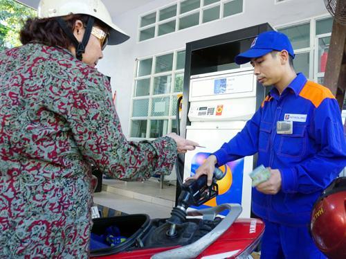 Từ 7/1, tăng thuế nhập khẩu xăng dầu lên 35% 1