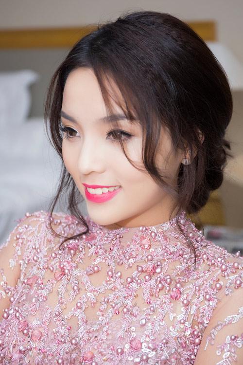 """Hoa hậu Kỳ Duyên """"chạy"""" show liên tục - 3"""