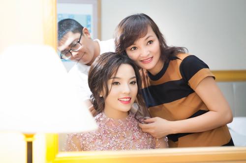"""Hoa hậu Kỳ Duyên """"chạy"""" show liên tục - 1"""