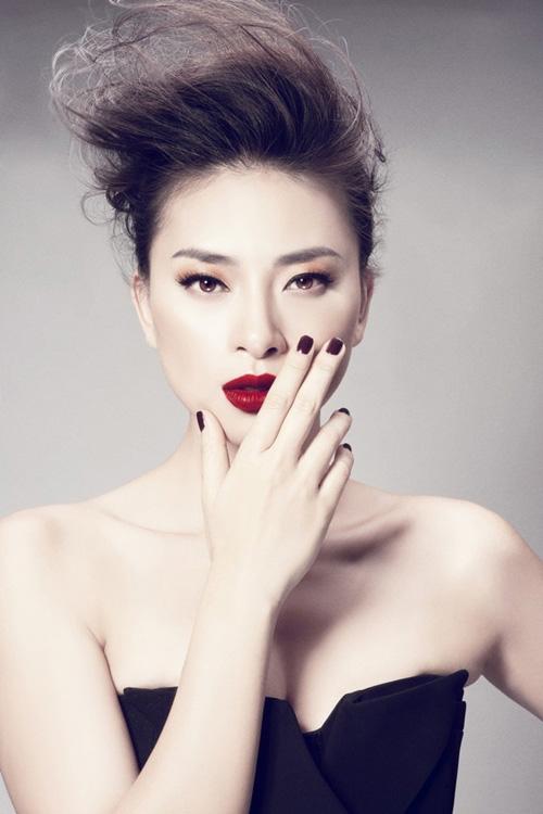 """4 chân dài tuổi """"băm"""" vẫn """"son rỗi"""" của showbiz Việt - 3"""