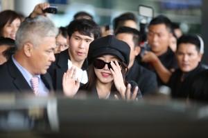 T-ara vất vả vượt vòng vây fan Việt