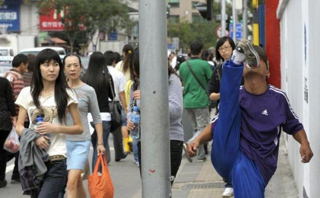 """Hành động """"khó đỡ"""" của người Trung Quốc - 8"""