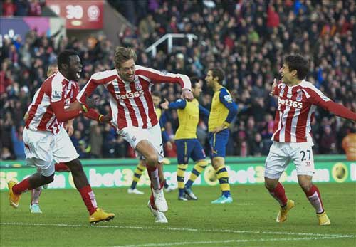Arsenal - Stoke: Chờ hiệu ứng Ozil - 2
