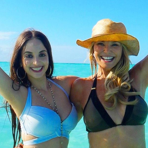 Bất ngờ với thân hình bikini hấp dẫn của người mẫu 60 tuổi - 2