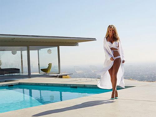 Bất ngờ với thân hình bikini hấp dẫn của người mẫu 60 tuổi - 6
