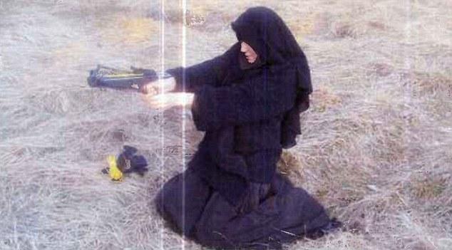 Nữ tòng phạm vụ bắt cóc con tin Paris đã tới Syria - 1