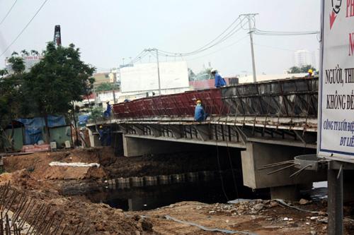 TPHCM: Cầu Ông Buông 2 được thông xe, kẹt xe sẽ giảm - 5