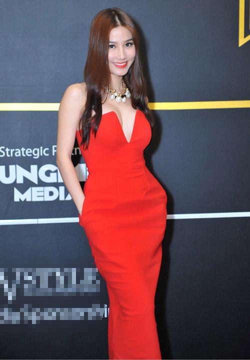 Diễm My: Người đẹp 9X mặc sexy nhất nhì showbiz Việt - 1
