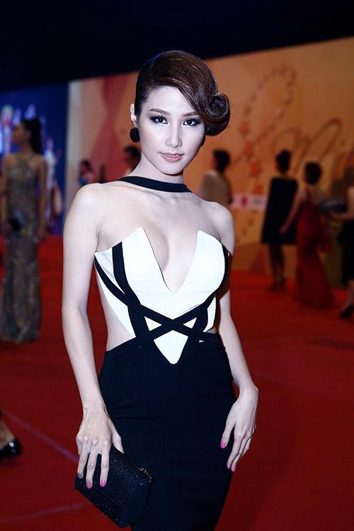 Diễm My: Người đẹp 9X mặc sexy nhất nhì showbiz Việt - 12