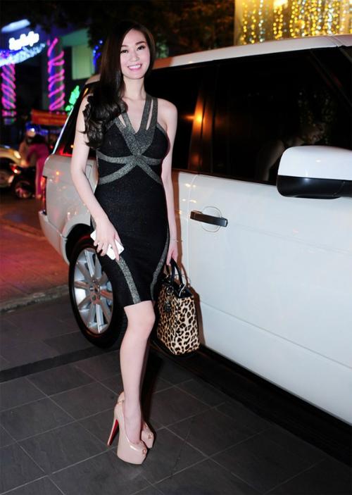 """Từng hoạt động với danh hiệu người mẫu nhưng Khánh My chỉ được biết đến rộng rãi khi tham gia vào bộ phim  """" Váy hồng tầng 24 """" . Nhờ sự thành công của bộ phim này, Khánh My rất đắt sô sự kiện và quảng cáo."""