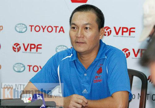 """HLV Quang Sang """"tố"""" trọng tài thiên vị HAGL - 2"""